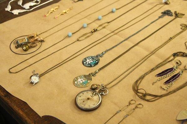 bijoux-folk-retro-table