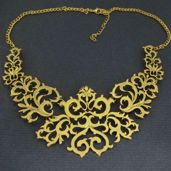 collier-baroque-en-metal-dore